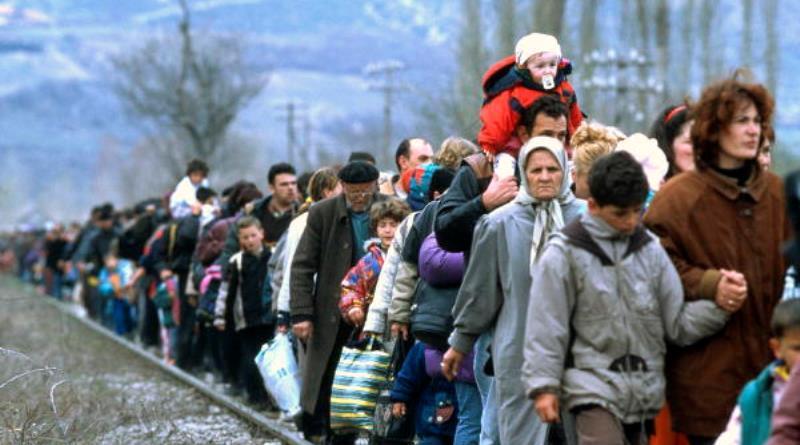 fila de refugiados