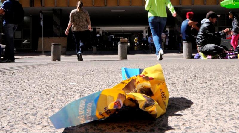 multa-para-quem-jogar-lixo-na-rua-e-aprovada-no-senado