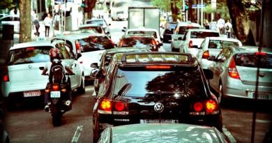 carros parados no trânsito de São Paulo