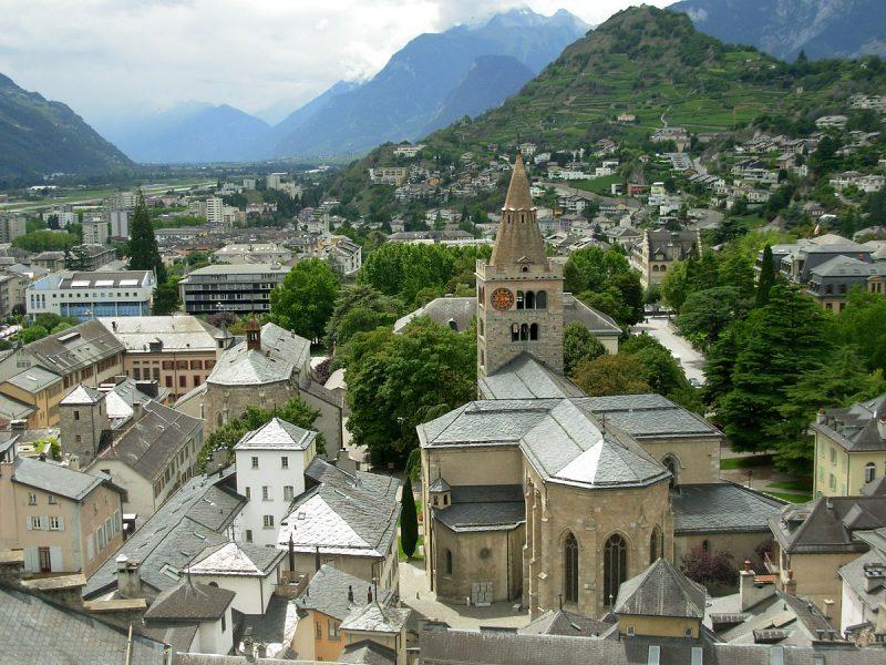 1200px-Altstadt_von_Sion_-_Old_town_of_Sion