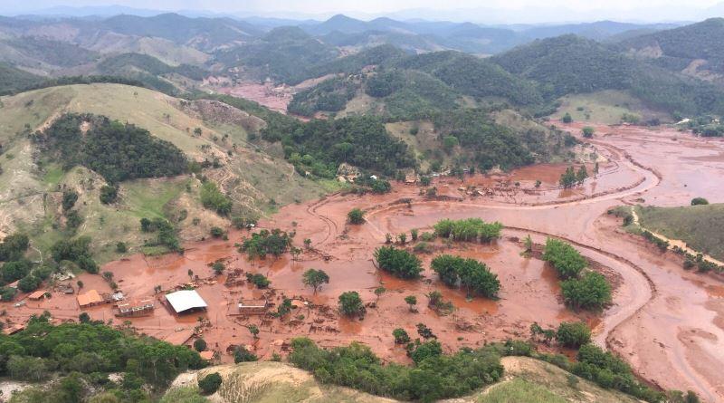 imagem do mar de lama destruiu Bento Rodrigues, em MG