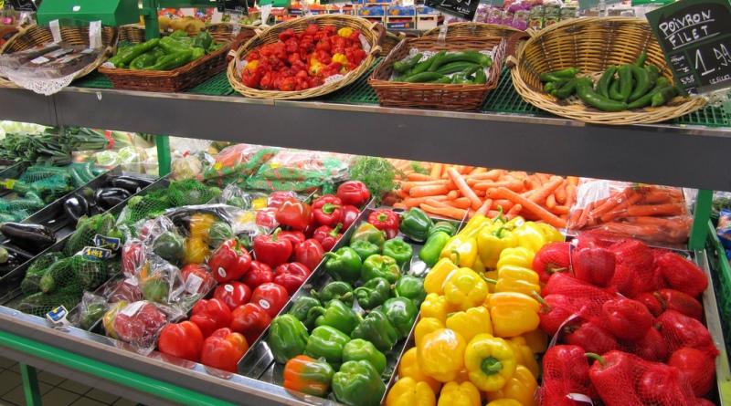 França aprova lei que obriga mercados a doar alimentos