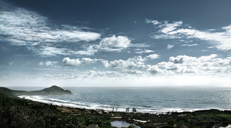 imagem da praia do rosa onde está sendo realizado o projeto praia sem bituca