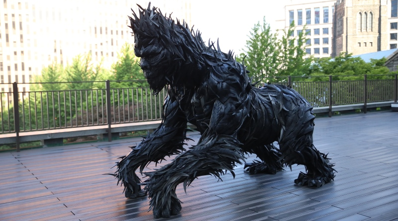 escultura feita de pneus
