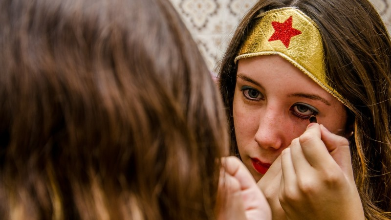 Meninas só usam cosméticos sem químicos por três dias e resultados surpreendem