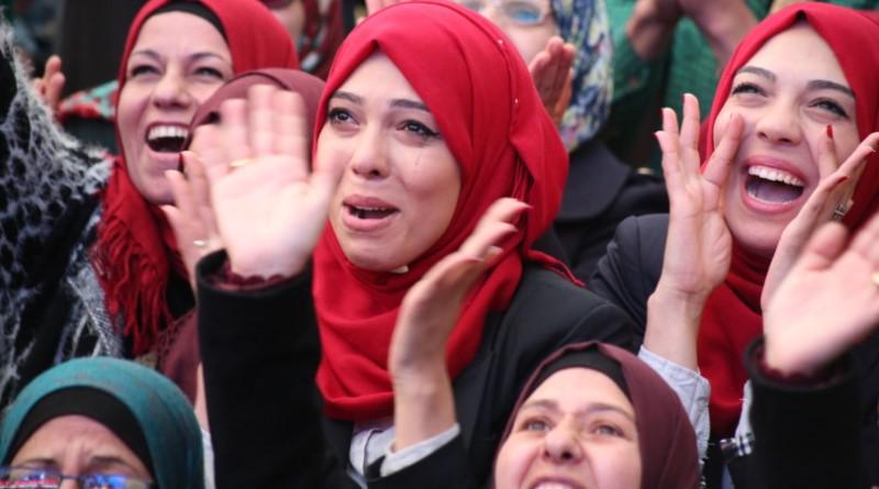 celebração com o prêmio da professora palestina ao Global Teacher Prize