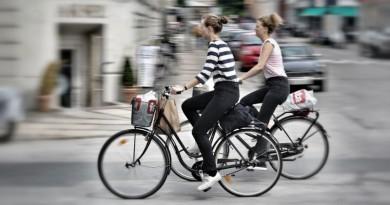 ciclistas em suas bicicletas em Copenhague