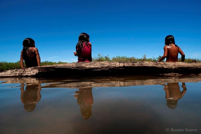 brincando-nos-campos-renato-soares-criancas-rio-tuatuari
