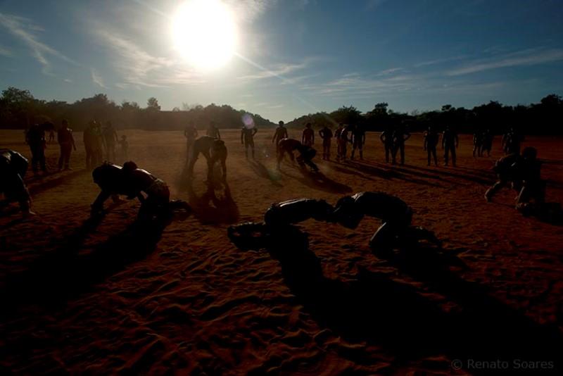 brincando-nos-campos-renato-soares-luta-huka-huka-waura