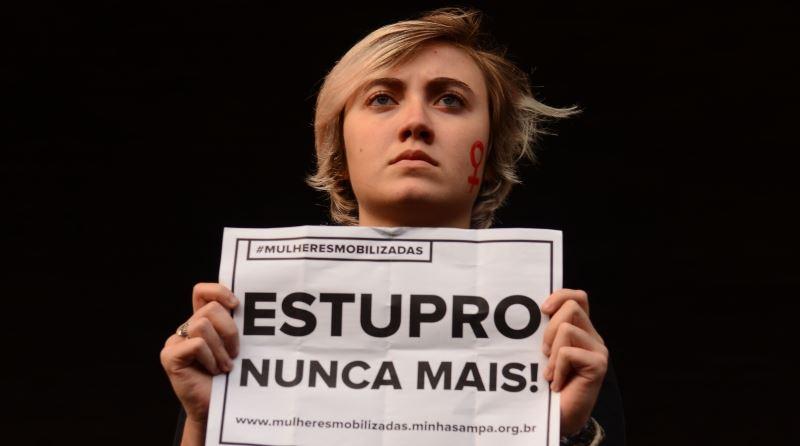 Brasileiras saem às ruas para pedir o fim da violência contra a mulher