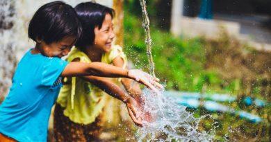 crianças brincando: esperança por um mundo melhor