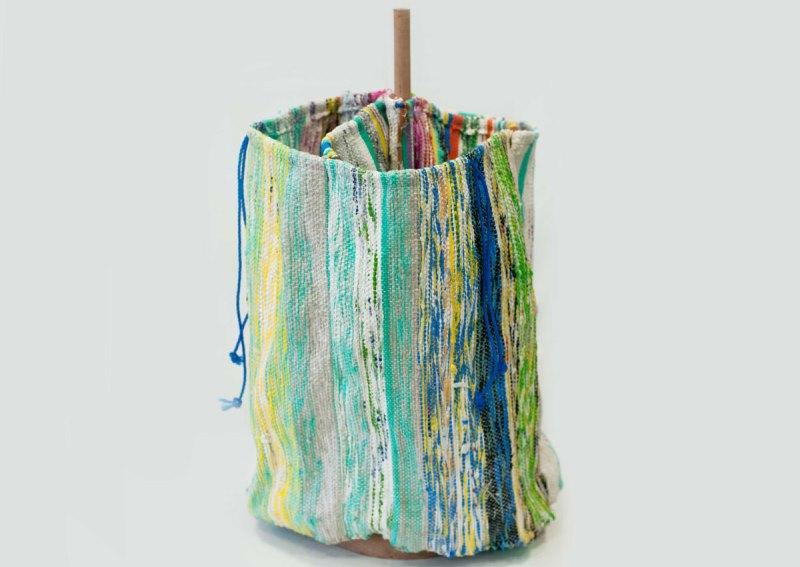 tecido feito com sacolas plásticas