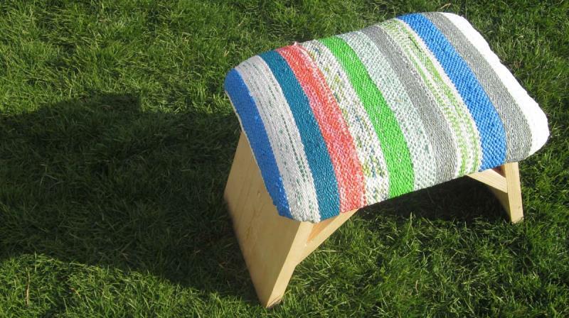 sacolas-plasticas-transformam-se-em-tecido-maos-designers-egipcias-banqueta-800