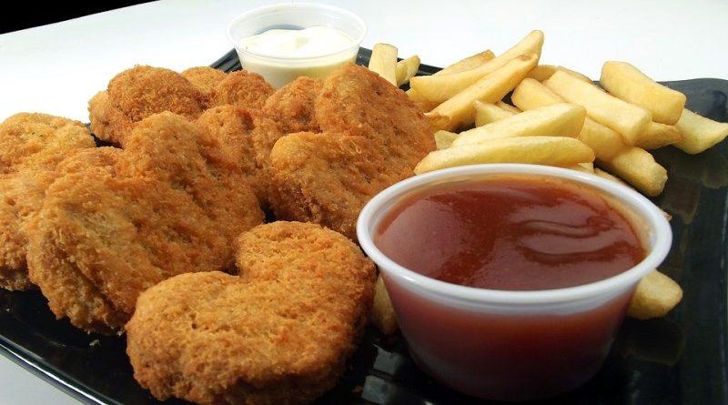 dieta alimentar do brasileiro está ficando padronizada, como fritas e nuggets