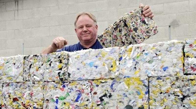 tecnologia-transforma-residuos-plasticos-blocos-construcao-engenheiro-800