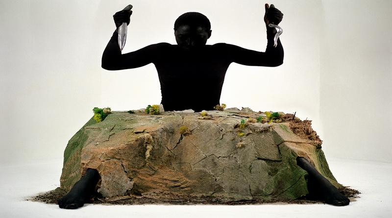 obra de Otobong Nkanga: canibais de nós mesmos