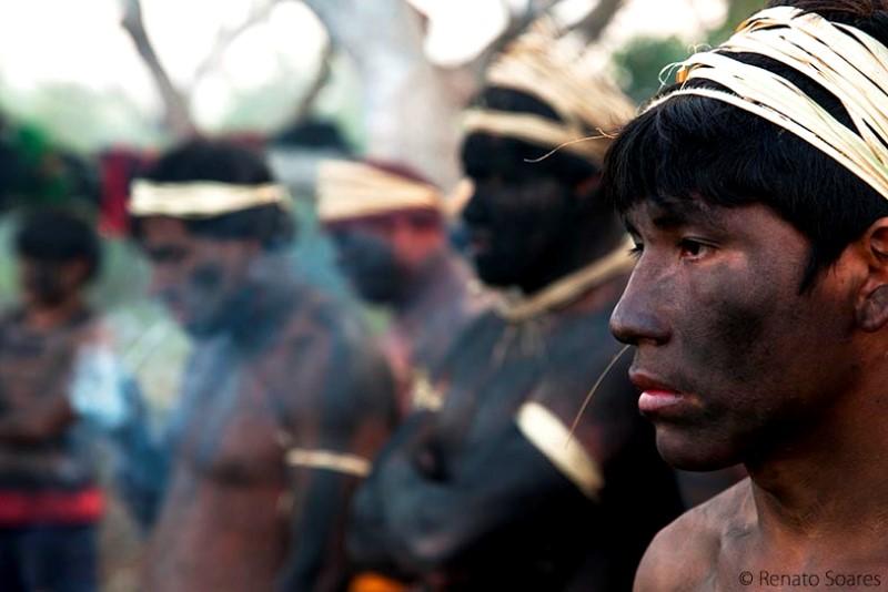 2-pyulaga-homens-rezamp-e-fumam-para-espantar-os-males-foto-renato-soares