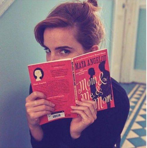 Emma Watson é fada dos livros (feministas) no metrô de Londres