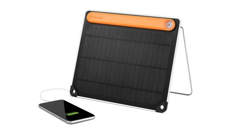 Com um painel solar … nas costas!