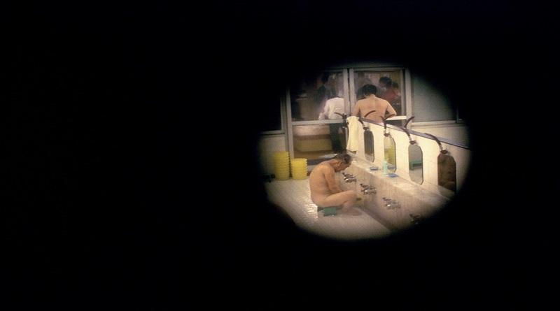 A nudez que evapora nos banhos japoneses