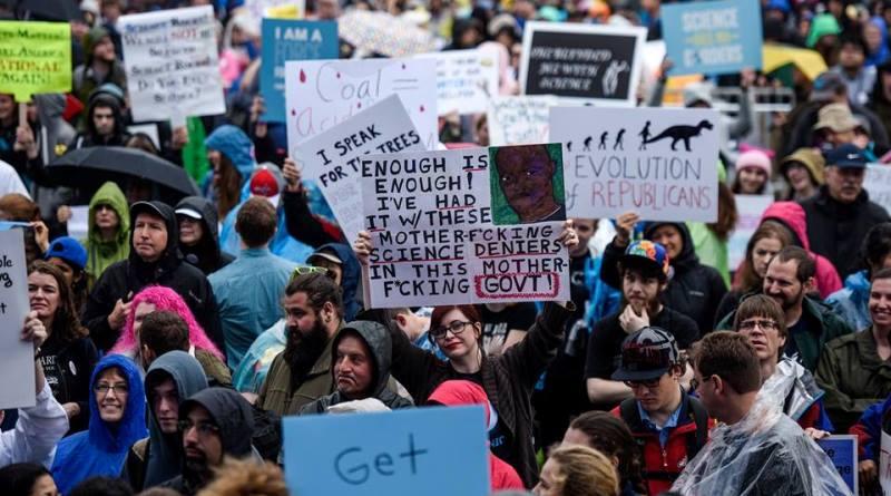 Marcha pela Ciência mobiliza milhares de pessoas em mais de 500 cidades pelo mundo. Até debaixo d'água!