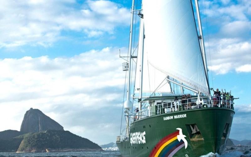 Navio Rainbow Warrior do Greenpeace chega ao Rio de Janeiro