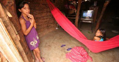 crianças vivem na miséria e pobreza