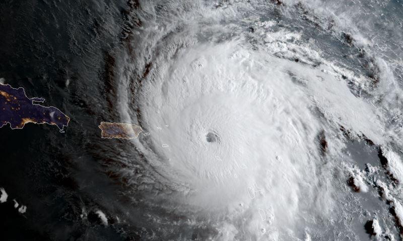 Furacão Irma deixa rastro de destruição e mortes no Caribe e ruma agora para a Flórida