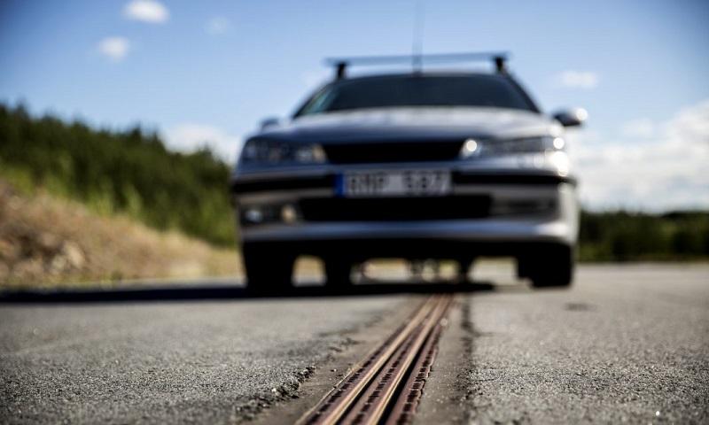 Suécia inaugura estrada que recarrega veículos elétricos. A primeira, de muitas!
