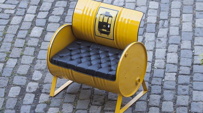 Marca carioca cria móveis e objetos de decoração (transadíssimos) com sucata da indústria naval