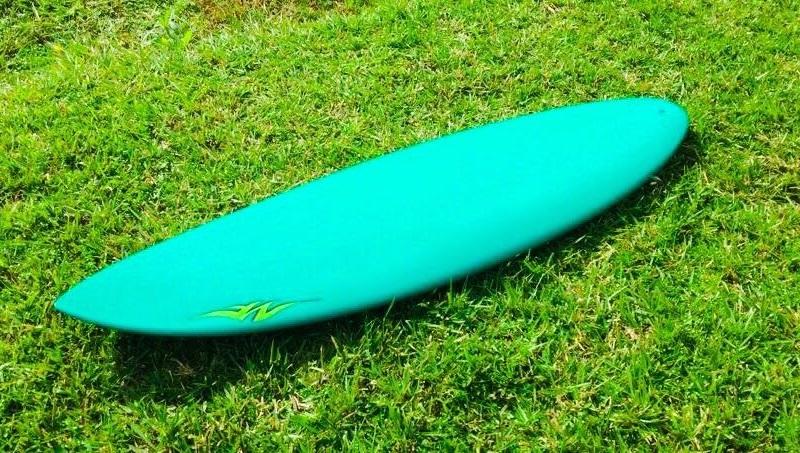 Catarinense cria prancha de surfe com resina de mamona que não agride o meio ambiente