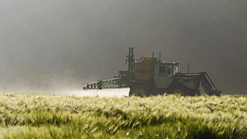 Justiça brasileira suspende venda de três tipos de agrotóxicos, entre eles, o glifosato