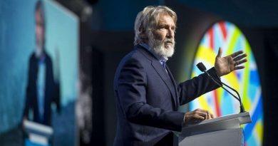 """""""Não elejam líderes que não acreditam na ciência"""", suplica Harrison Ford"""