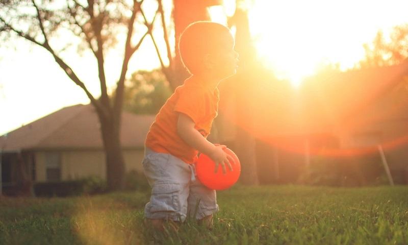 Pediatras devem prescrever brincadeiras no lugar de remédios, recomenda especialista