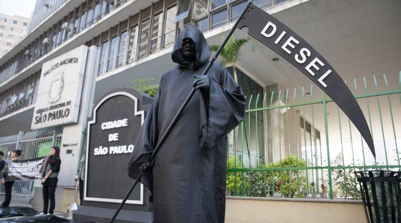 protesto contra veículos movidos a diesel