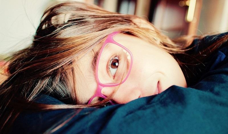 Crianças que não brincam ao ar livre têm mais chances de ter miopia