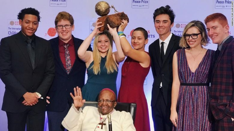 Estudantes sobreviventes de tiroteio nos EUA ganham Prêmio Internacional pela Paz