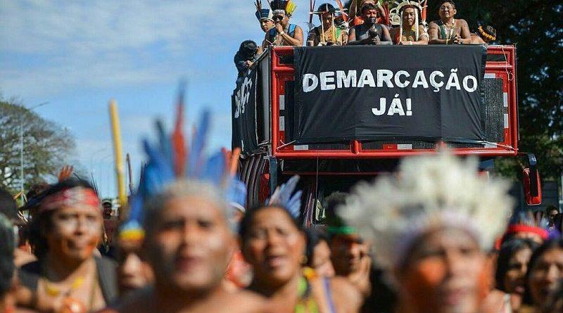 """""""Para integrar o índio à sociedade, não custa nada explorar essas grandes áreas"""", diz Bolsonaro, sobre possível redução de terras indígenas"""