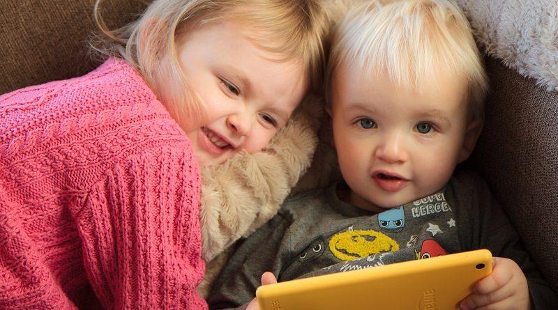 crianças menores de 2 anos não devem ser expostas a eletrônicos
