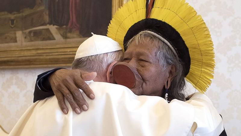 Raoni e papa Francisco