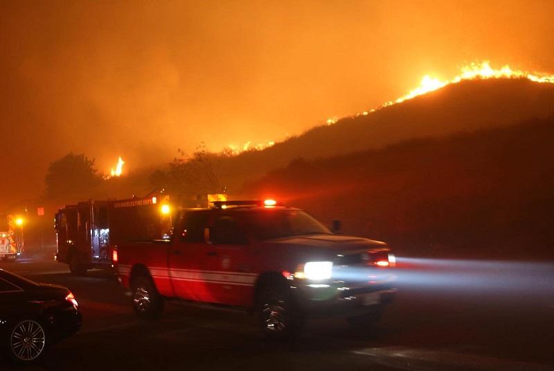 Incêndios florestais na Califórnia deixam quase 200 mil pessoas sem casa e mais de 2 milhões sem eletricidade
