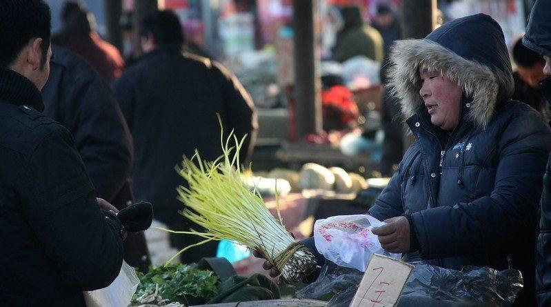 China anuncia proibição de sacolas e produtos descartáveis feitos de plástico