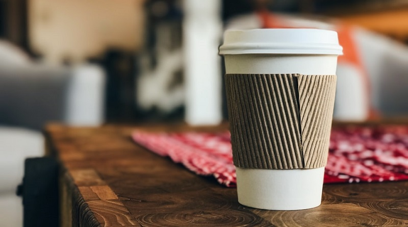 Cafés e restaurantes de Berkeley, na Califórnia, começam a cobrar por copos descartáveis