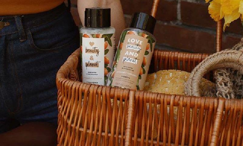 Marca de beleza com produtos veganos lança estação de refil de xampu e condicionador em São Paulo