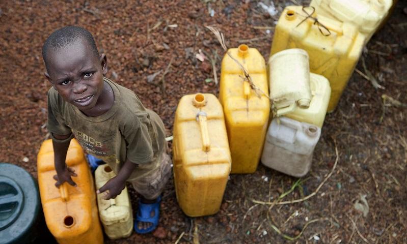 Três bilhões de pessoas no mundo não têm água e sabão em casa para se proteger contra o coronavírus, alerta a ONU