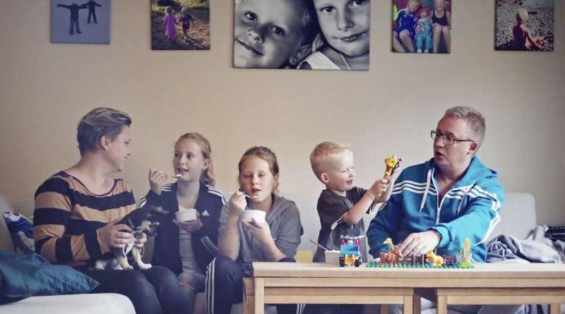 os cinco membros da família sueca que fizeram parte do experimento com orgânicos