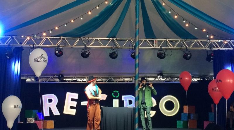 Tenda do evento Re-Circo com palhaços