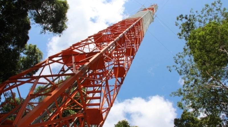 torre do observatório Atto na Amazônia