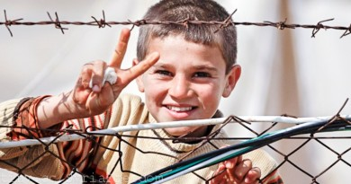 menino refugiado sírio