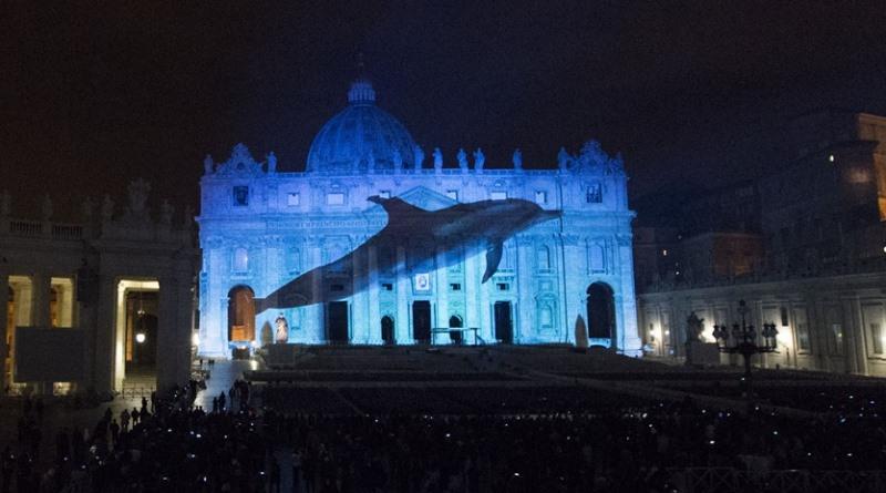 projeção na fachada do vaticano